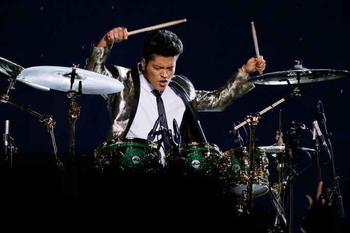 bruno-mars-superbowl-drums